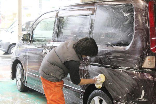 シャンプー洗車でピカピカに